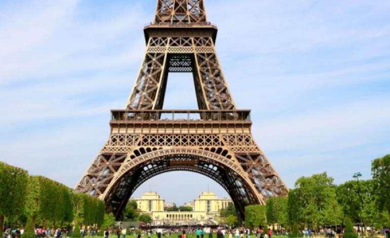 Iniziano le sfilate di Parigi. Attesa per Galliano