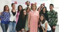Agatha Ruiz de la Prada con alcuni studenti.