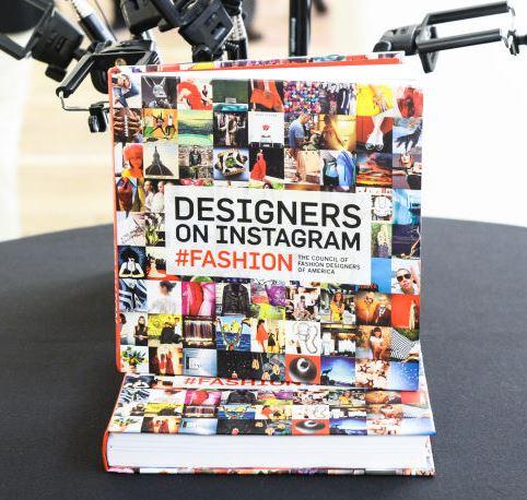 "Una copia del libro ""Designer on Instagram #Fashion""."