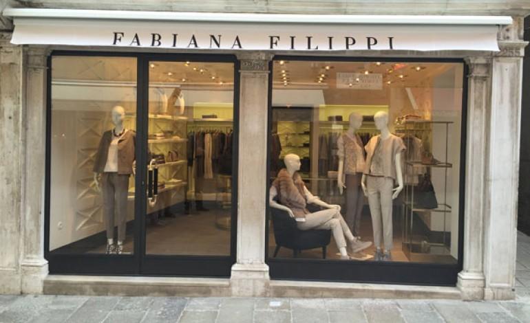 Fabiana Filippi apre a Parigi