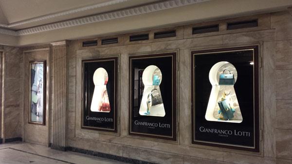 Una vetrina dello store Gianfranco Lotti a Milano