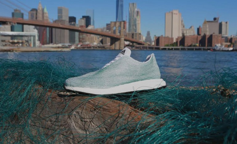 Adidas, una sneaker dai rifiuti oceanici