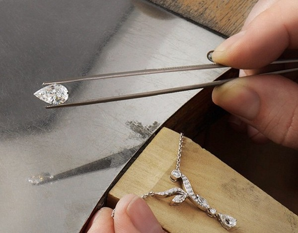 De Beers, diamanti in saldo