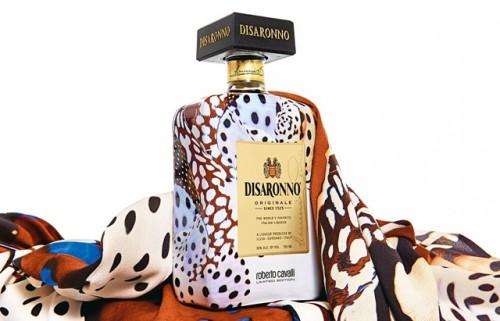 La bottiglia Disaronno wears Cavalli.