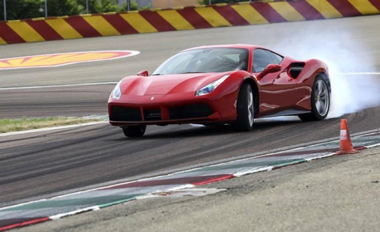 Ferrari corre nel trimestre e alza le stime
