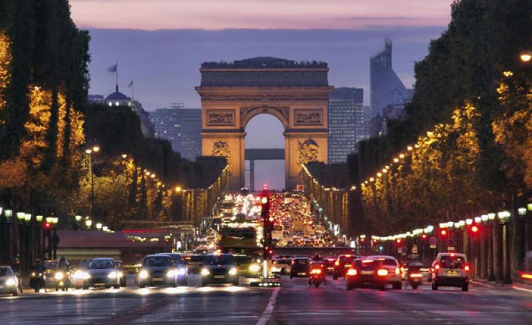 Gli Champs-Elysées si rifanno il look