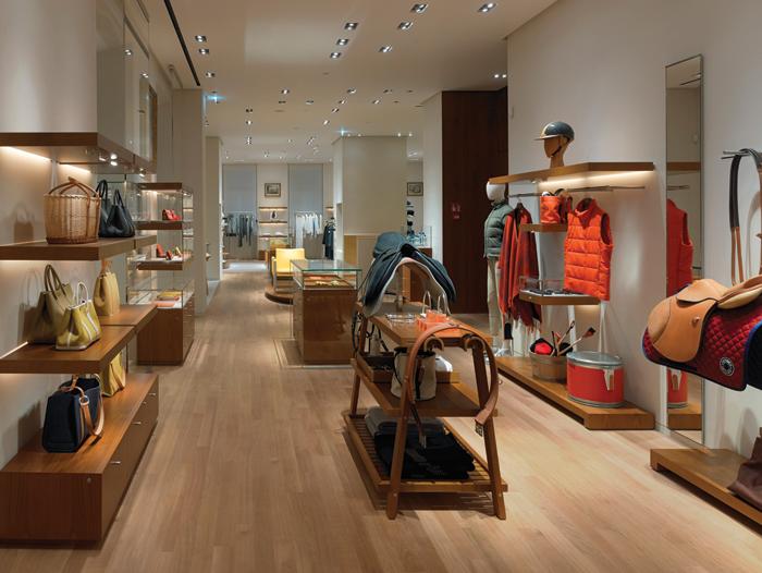 Interno del negozio Hermès di Via Montenapoleone a Milano