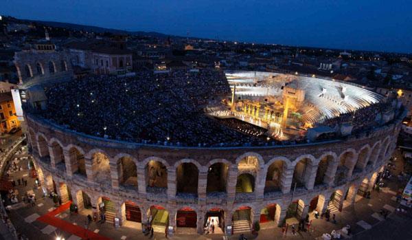 Calzedonia 'sostiene' il tetto dell'Arena