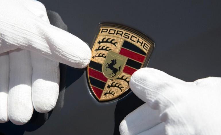 Quinto anno record per Porsche, +25% nel 2015