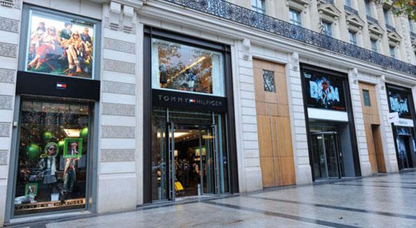 Tommy Hilfiger lascia gli Champs-Elysées