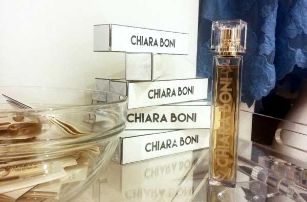 Chiara Boni rilancia su profumo e accessori