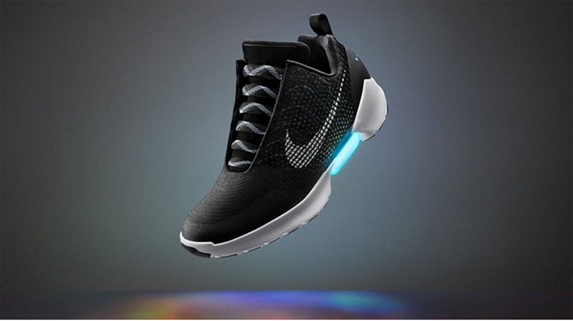 Nike lancia la scarpa che si allaccia da sola