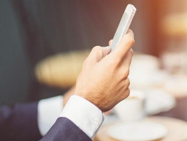 Google, 5 smartphone a testa per comprare lusso