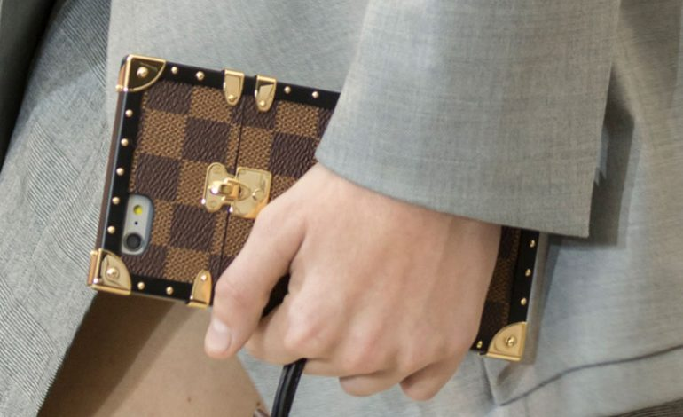 Vuitton debutta con le cover iPhone