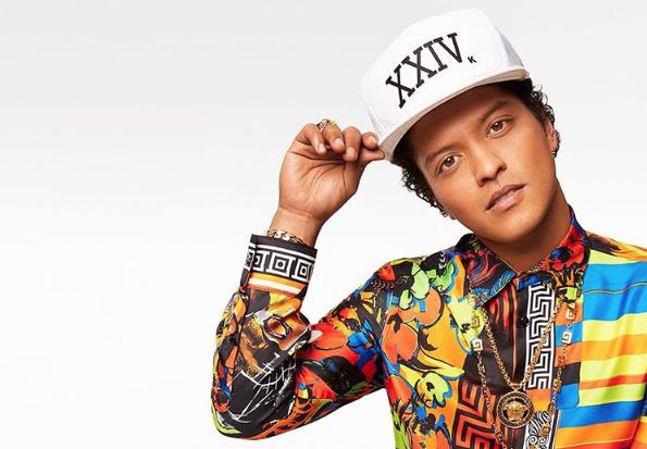 Bruno Mars in Versace (foto Instagram @brunomars)