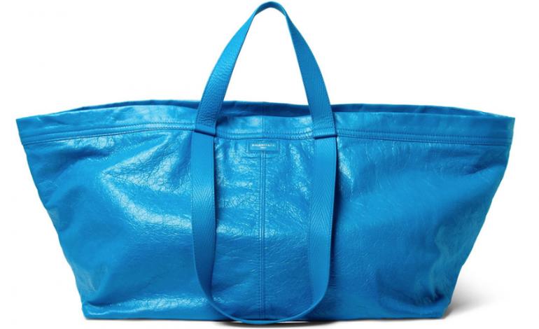 Da Balenciaga la versione luxury della borsa Ikea