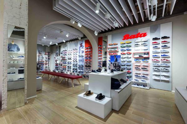 Bata riapre il flagship store di Bologna