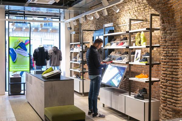 Geox rifá il look ai negozi nel segno del digital