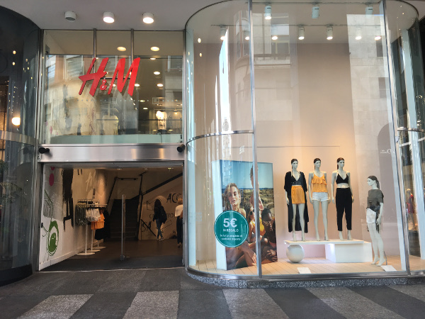 H&M chiude lo storico flagship di San Babila a Milano