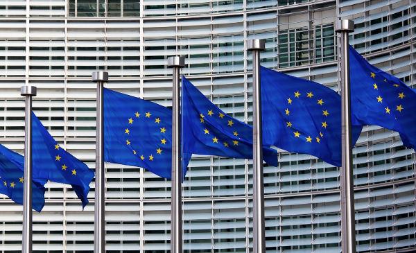 Luxottica-Essilor, la Ue chiede timeout
