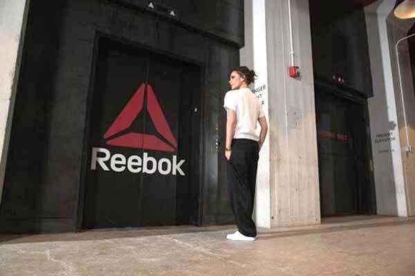 Victoria Beckham corre con Reebok