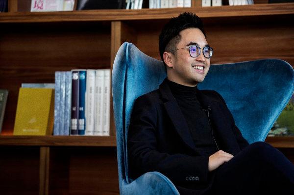 Adrian Cheng entra in Moda Operandi