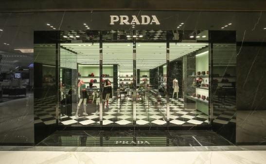 Prada, 100 store in Cina, contro 229 in Europa