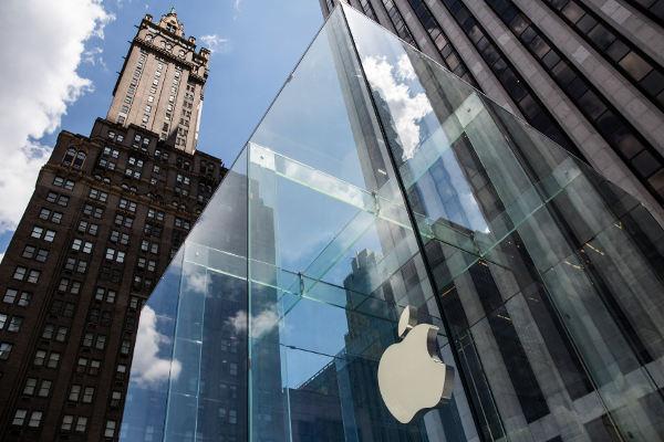 Apple, il crollo in Borsa colpisce anche il lusso