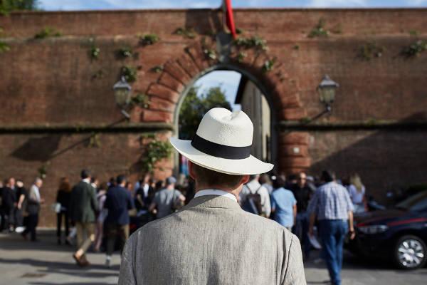 Uomo 'stabile' a Pitti. Oggi testimone a Milano