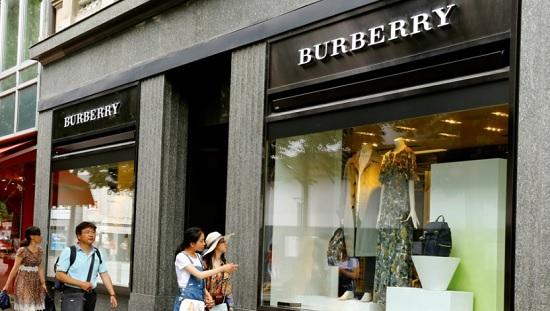 Burberry distrugge 32 mln di euro di prodotti
