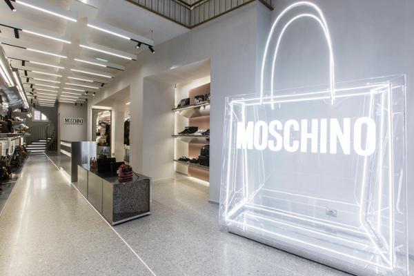 Moschino continua a spingere i conti di Aeffe