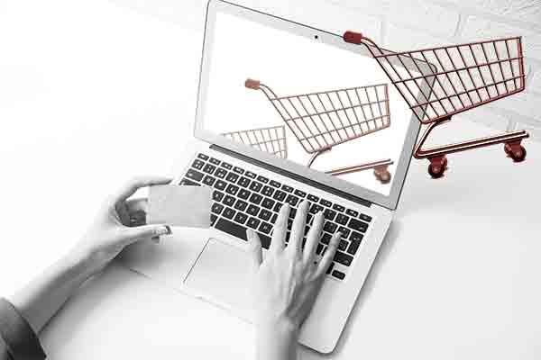 E-commerce, Italia indietro ma vola all'estero