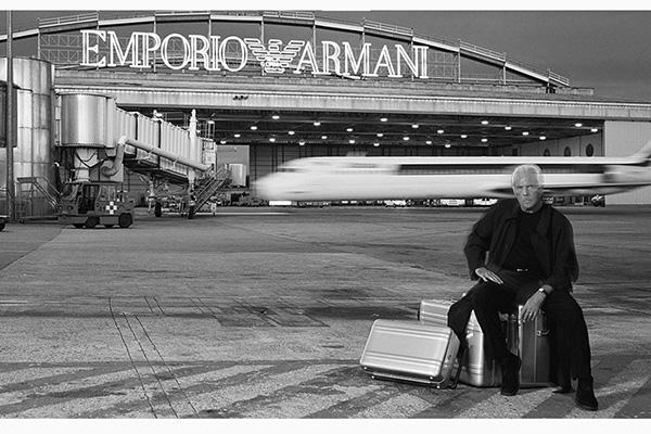 Emporio Armani sfila a Linate con la P/E 2019