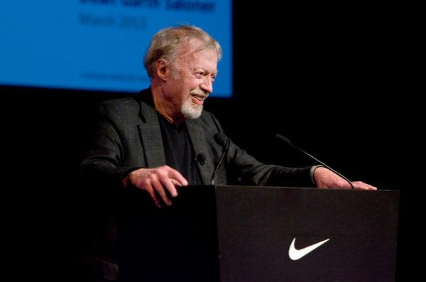 Il fondatore di Nike dona 1 mld $ in beneficenza