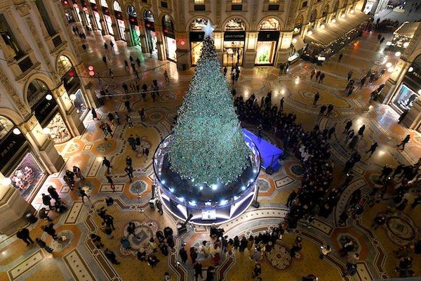 Immagini Milano Natale.I Brand Di Gioielli Fanno Gli Alberi Di Natale A Milano