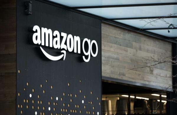 Amazon ci ripensa, negli store Go anche i contanti