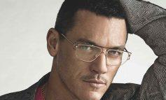 Versace sceglie lo sguardo di Luke Evans