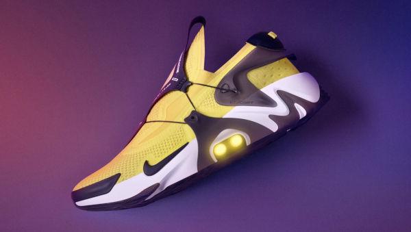 Le scarpe robot di Nike ora si comandano con Siri