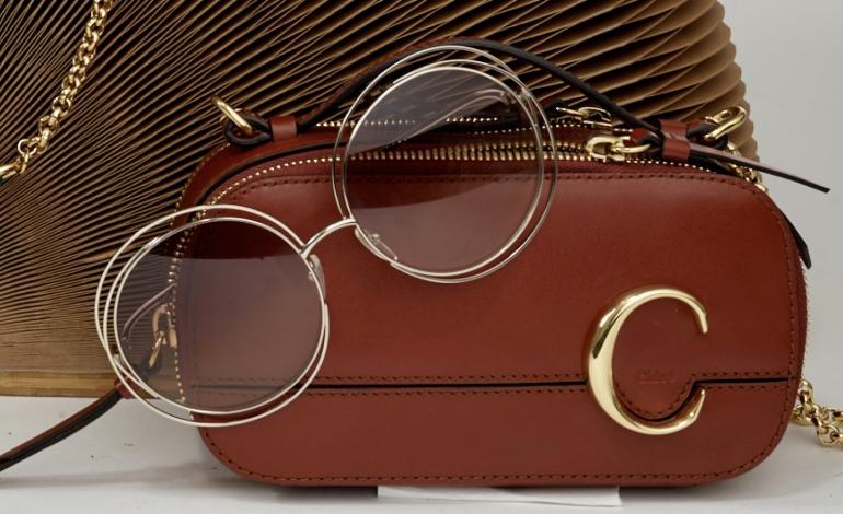 La 'C' bag accoglie gli occhiali Chloé