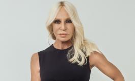 Versace sfila a porte chiuse