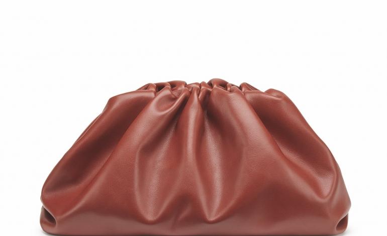 Bottega Veneta reinventa la Pouch per Natale