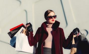 Consumi, moda migliora ad agosto. Ma sempre -7%