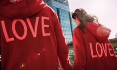 San Valentino celebra l'amore con una felpa speciale