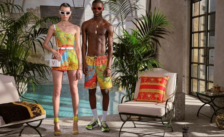 Un bagno di colore per la nuova capsule Versace