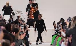 Valentino sfilerà a Milano.  Niente Parigi, troppi rischi