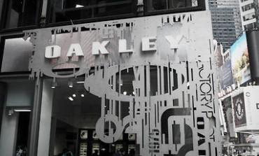 Gli occhiali di Oakley puntano su Time Square